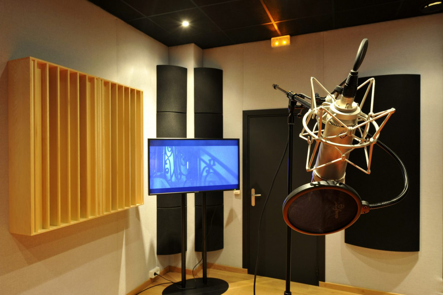 Cabine son du Studio Baxendal : post production son audiovisuelle et enregistrement Paris