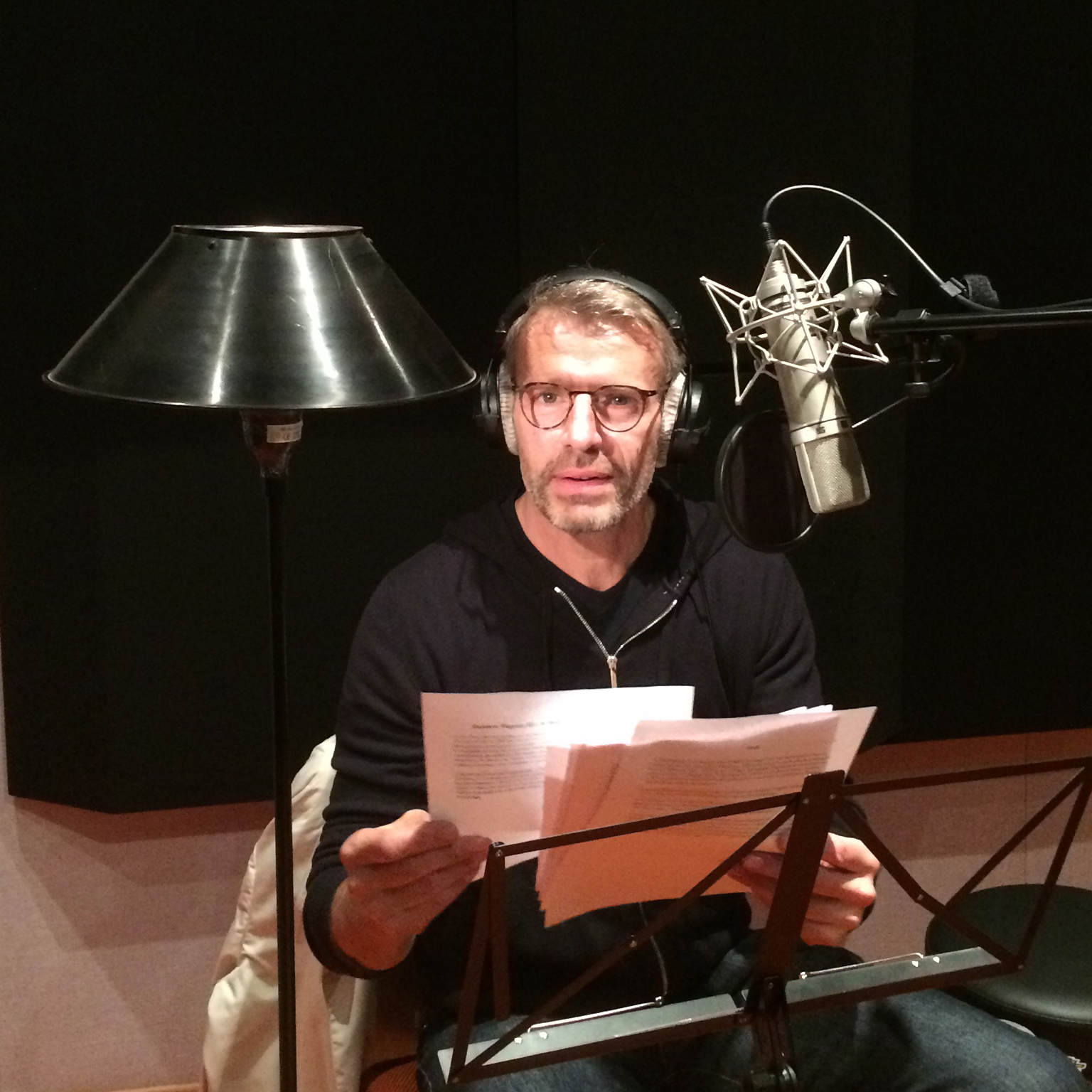 Enregistrement voix-off Lambert WILSON au STUDIO BAXENDAL POST-PRODUCTION